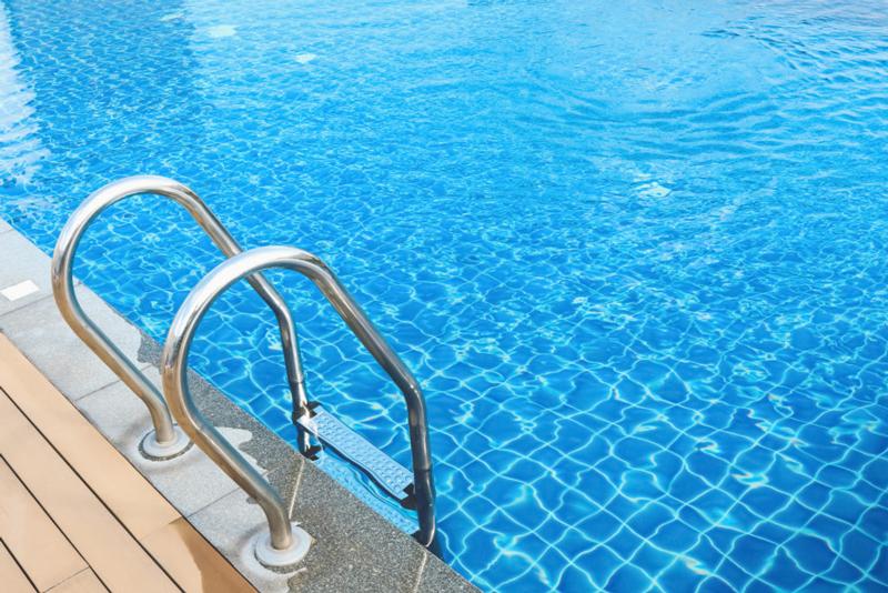 accesorios imprescindibles para una piscina